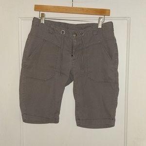 North Face shorts, medium gray color, size 6